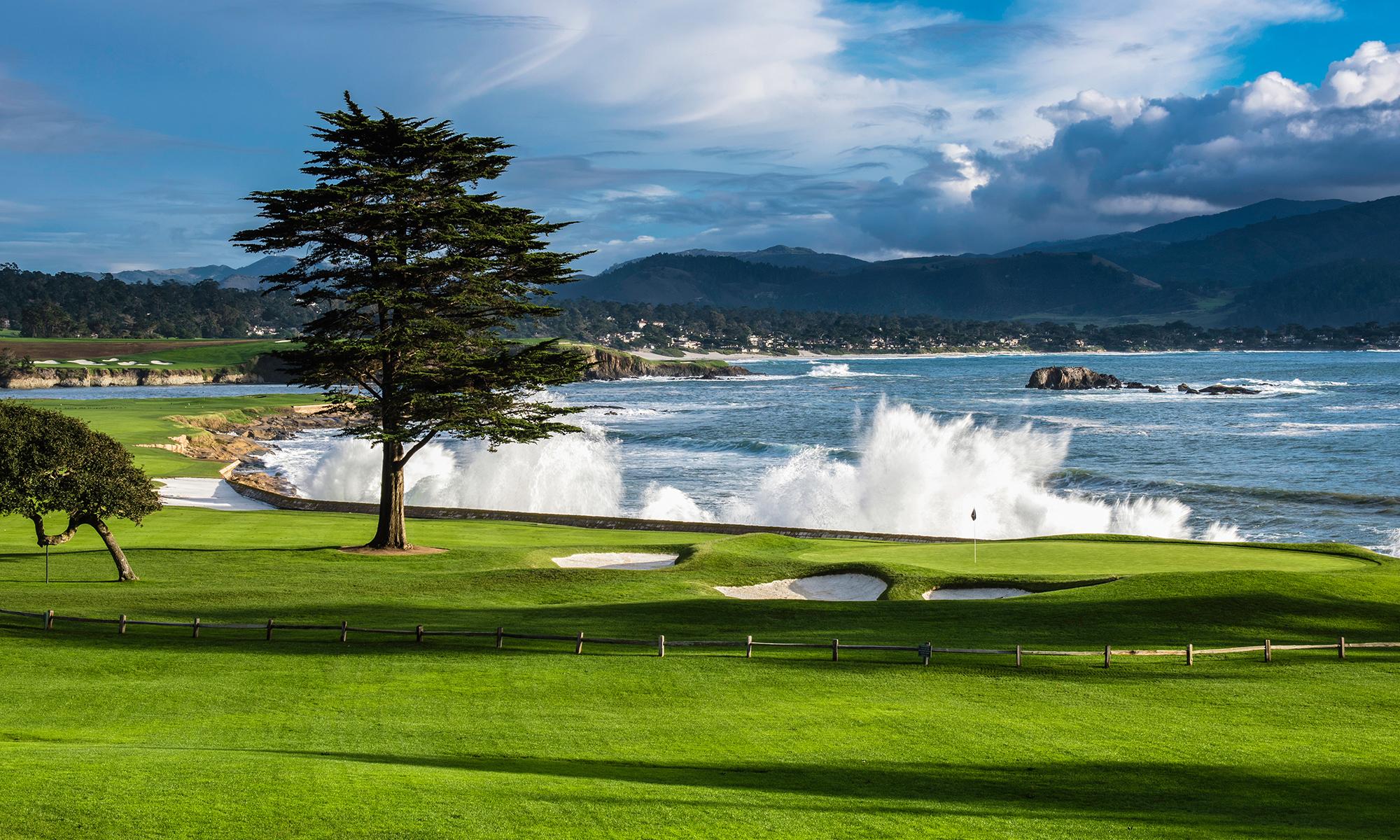 Golfing by the sea! Pebble Beach Golf Links, Carmel Bay, California, USA.